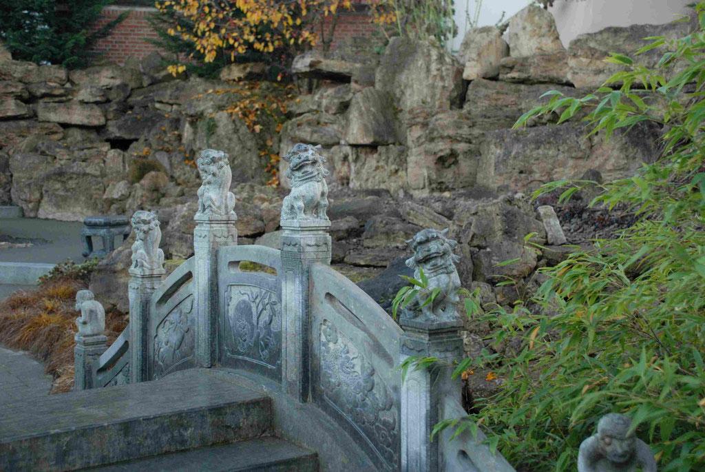 Bogenbrücke im Chinesischen Garten Weißensee