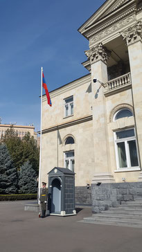 Wachsoldat vor dem Präsidentenpalast