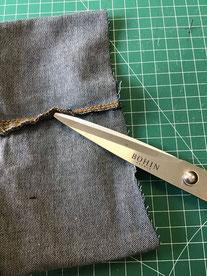 ciseaux marque bohin sur envers jean