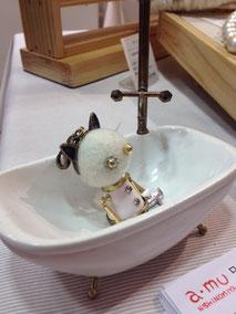 お疲れで 入浴中の ポンコツキャット