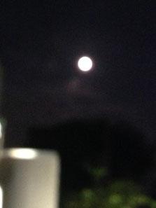 ▲同じ月を見てる?