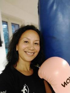 Volle Frauenpower. BE STRONG: Selbstverteidigung und Fitness für Frauen und Kinder. Selbstverteidigungskurs für Frauen in Zürich Oerlikon. Selbstverteidigungskurse für Frauen und Kinder in Zürich Oerlikon