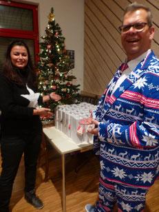 Chritkindl und Weihnachtsmann - auch hier machen unsere Aktivenvertreter Regina und Volker eine gute Figur.