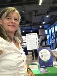 Autorin Gabriele Dienstl vor ihrer Buchpräsentation bei Thalia Wien Mitte