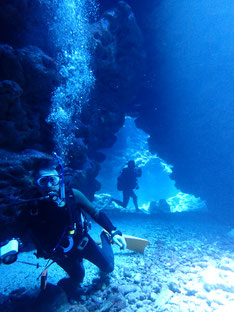 石垣島でのんびりダイビング「光刺すケーブダイブ」ヒートハートクラブ
