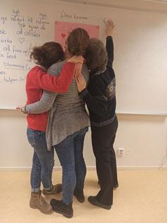 Pauline, Catalina und eine der Lehrerinnen (v.l.)