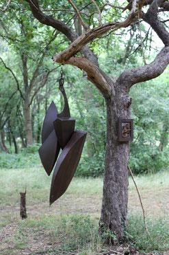 outdoor hanging metal art sculpture, sculpture exterieur, David Vanorbeek Sculptor