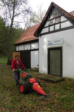 OG Vorsitzender Torsten Lämmerhirt am Unkenteichhaus in Waltershausen. Foto: R. Bellstedt