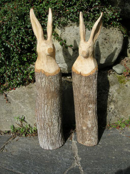 Osterhase Schnitzerei Hasenskulptur