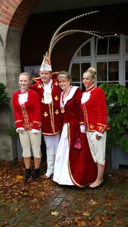 Seine Tollität Prinz Horst I. und Ihre Lieblichkeit Prinzessin Kirsten I.  mit den beiden Pagen Sina & Sina.