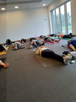 Event-Yoga für Jungesellenabschied, Firmenfeier, Teambuilding