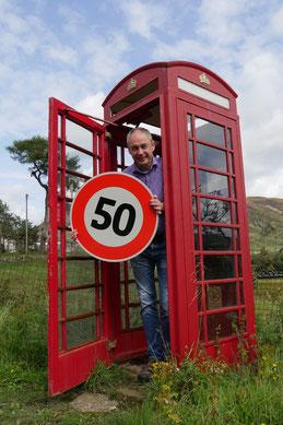 Eine der schönsten roten Telefonzellen in grandioser Landschaft befindet sich an der A93 bei Glenshee.