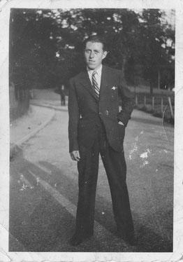 René RIVIERE à Paris