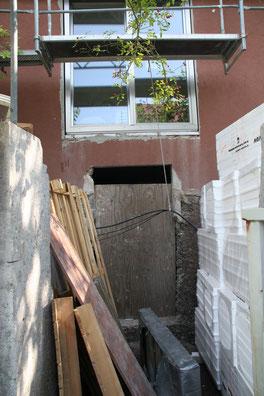 Betonsägearbeiten , Ausbruch eines Kellergeschosses für einen Barrierefreien Eingangsbereich