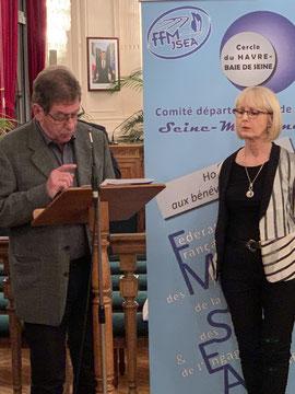 Christian HARDY, initiateur de cette distinction lit les mérites de Sylvie CHEVALIER