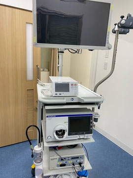たなべ内科クリニックに導入されたオリンパス社の内視鏡光源EVIS X1シリーズのCV-1500の写真