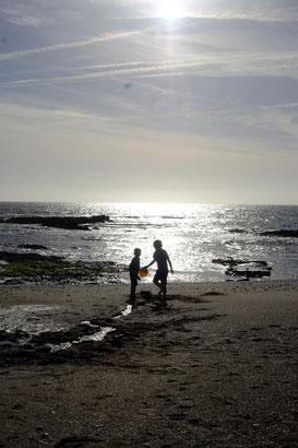 Mio und Lasse am Strand
