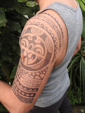 Hier ist die Ausführung besser. Das Tattoo ist noch frisch, es wird noch etwas dunkler.