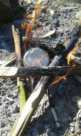 char cloth Fire Starter, char cloth selbst herstellen, Bushcraft Feuerstarter, Survival Feuerstarter, Zunder selber machen