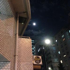 ▲月と街灯とヒルズ代官山