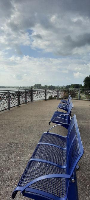 Wesels schönster Blick auf den Rhein: auf der Aussichtsplattform Brückempfeiler