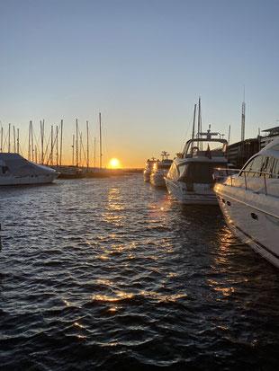 Sonnenuntergang am Jachthafen Aker Brygge in Oslo