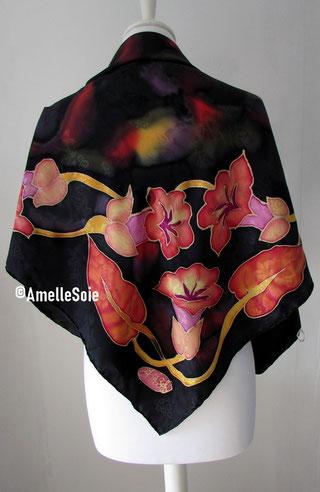 foulard,carré, soie naturelle, peint main, fait  main, noir , multicolore, fleuri, fabriqué en France, fait en Bretagne