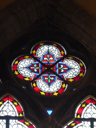 Lodewijkkapel - raam in de vorm van een vierpas. Acht stralen: het Aardse en Hemelse tezamen.