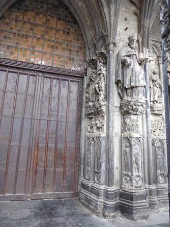 *****Cathédrale Notre-Dame de Tournai ***** St-Eleutherius met het model van de kathedraal