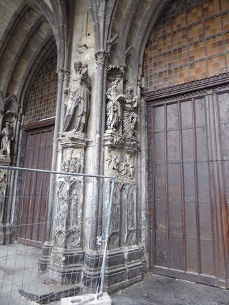 Cathédrale Notre-Dame de Tournai - de trumeau met de Notre-Dame-des-Malades in het westwerk.