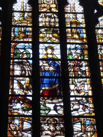 De Madonna, die eeuwen de westgevel van de Onze-Lieve-Vrouwekathedraal heeft gesierd.