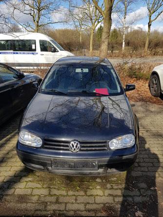 Fahrzeug ohne Kennzeichen und mit Aufforderungsschreiben, Aufnahme vom 14.03.21