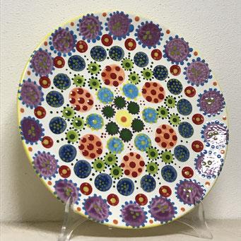 Teller mit Punkten aus dem zitronengold - Keramik bemalen