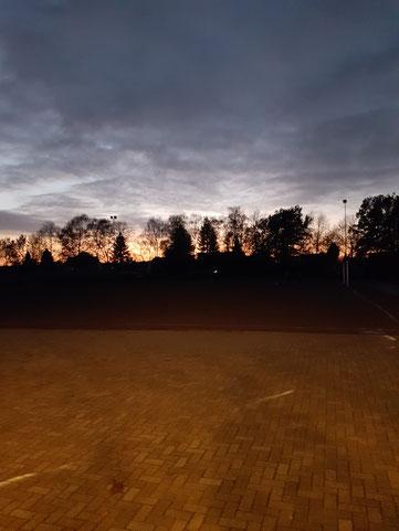 Die beinahe romantische Herbstidylle trügt - Der Milser Ascheplatz war schlammig!