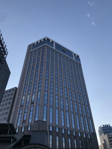 横浜駅東口に堂々と佇む横浜ベイシェラトンホテル