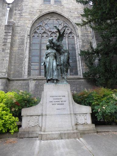 Doornik - Sint-Brixiuskerk - Gabrielle Petit met de Engel die haar in de Andere Wereld verwelkomt. P. Dubois 1924.