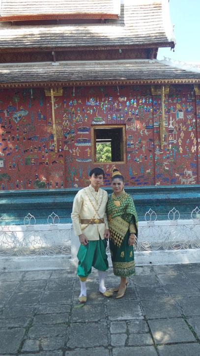 Ein laotisches Hochzeitspaar, zufällig getroffen