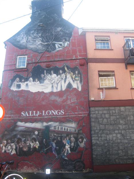 Die Sally-Longs-Bar in Galway/Irland ist optisch unübersehbar und einen Besuch wert