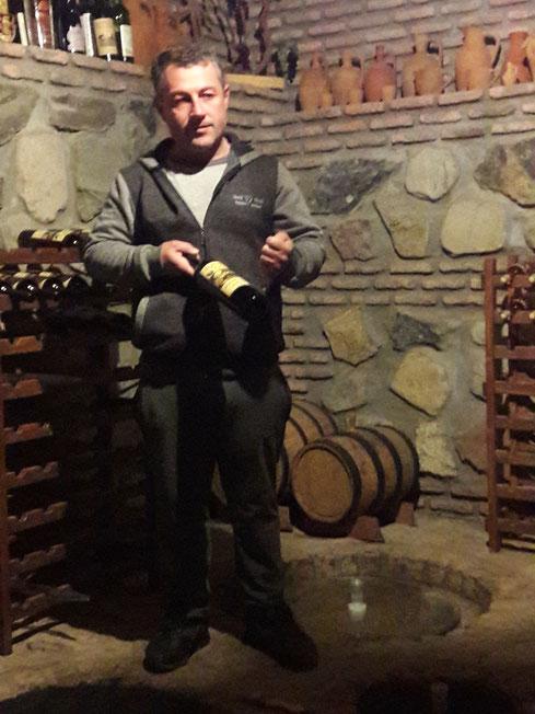 Zaza, le fabricant de qvevri de Kakhétie, fait son propre vin
