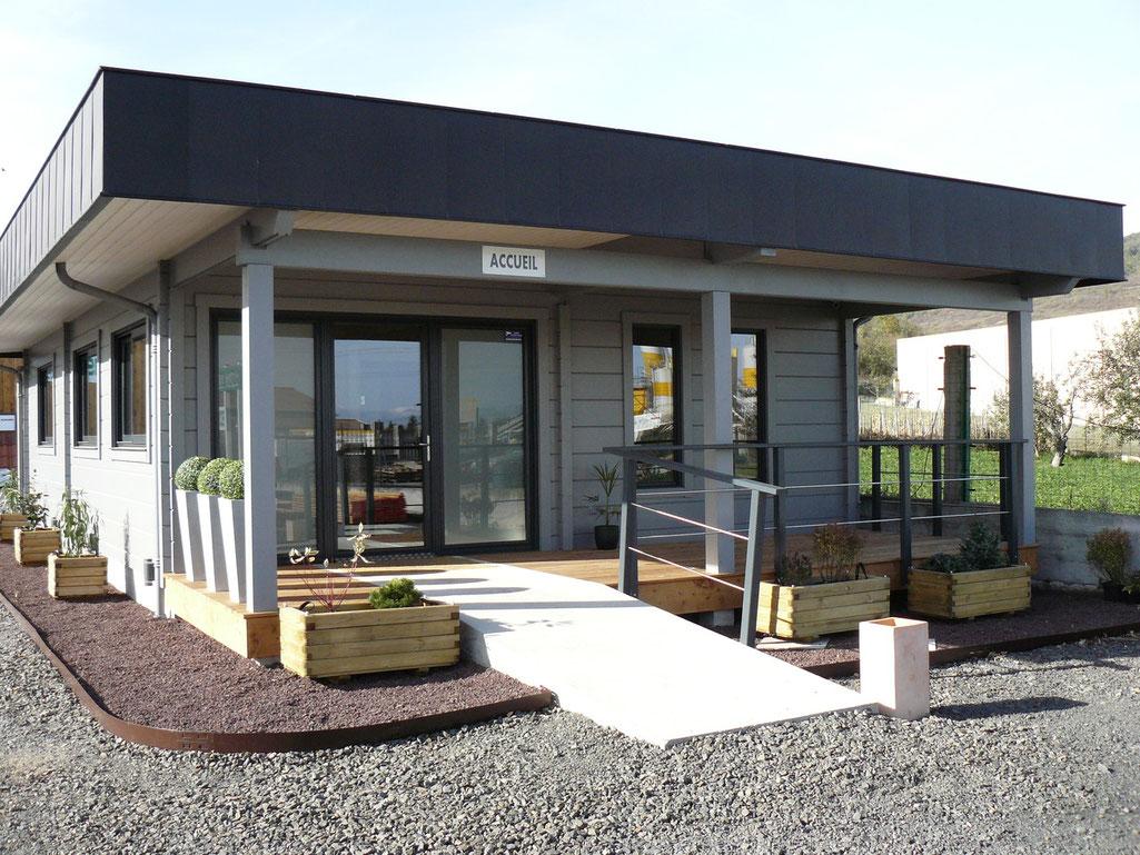 maisons bois en madriers abris bois abris jardin autoconstruction maison de loisirs terrasse. Black Bedroom Furniture Sets. Home Design Ideas