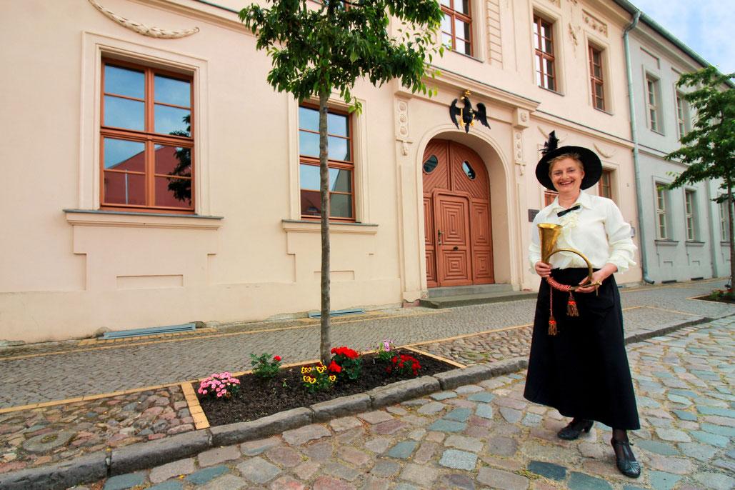 Stadtführerin Isolde Komm in historischem Gewand