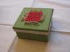 scatola 8 x 8 con puncetto rosso 3 x 3