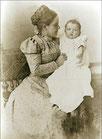Mutter Mathilde mit Gretchen