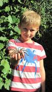 Stolzer Besitzer einer Vogelspinnen-Exuvie - der 6-jährige Florian, Alle Bilder: Thomas Staab/LBV