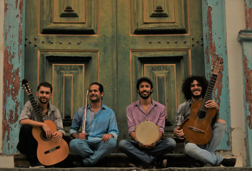 From left to right: Gabriel Tasso (6-string guitar); Evandro Archanjo (flute); Rafael Oliveira (pandeiro); and Álvaro Maia (7-string guitar)