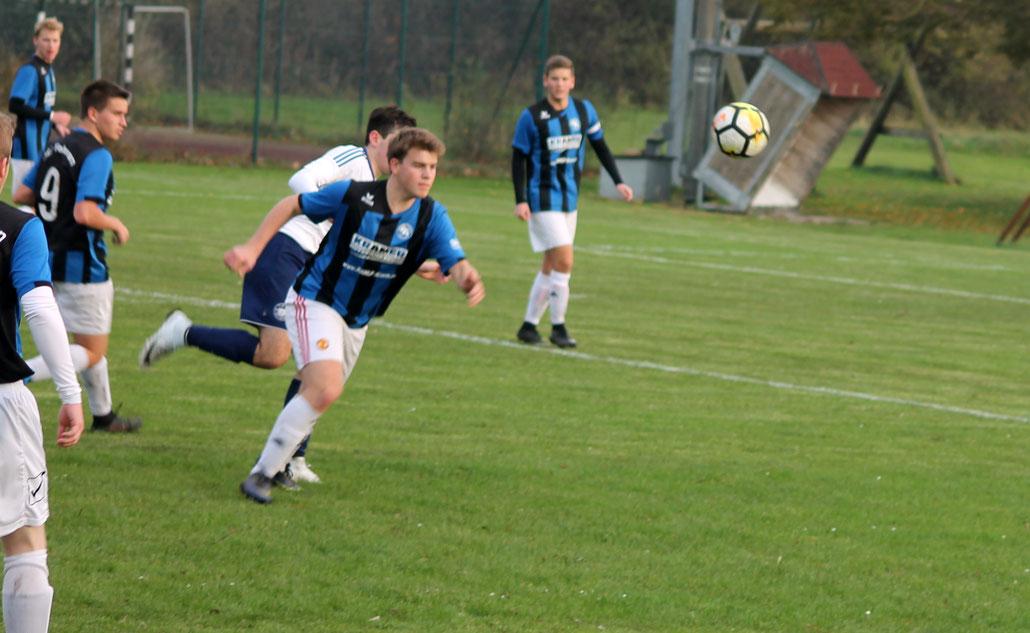 Überraschend holten die A- Junioren - hier Jan-Hinrich Witt einen Punkt gegen den Tabellenführer. Foto: R.Paul