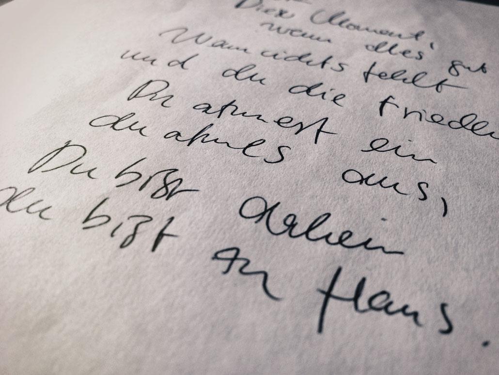 """Beim Komponieren geht's bei mir zumeist analog und gekritzelt zu - Rechtschreibfehler inbegriffen. So ein """"t"""" ist in einem schöpferischen Moment einfach ein eher unwichtiges Detail."""