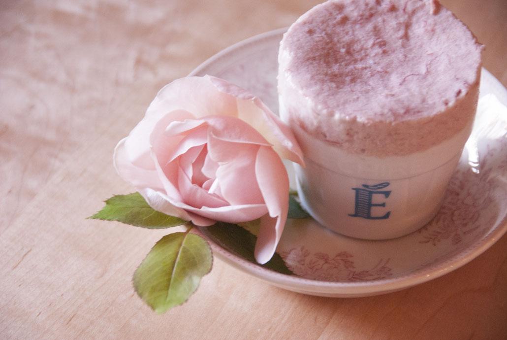 soufflé glacé à la rose rhubarbe  ルバーブピンクのスフレグラッセ