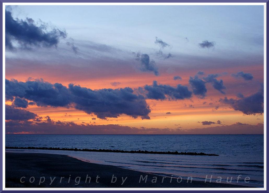 Sonnenuntergang am Strand von Ahrenshoop im Februar.