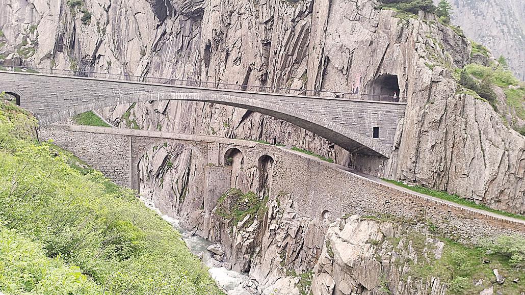 Gotthardpass Teufelsbrücke Schöllenenschlucht © Pässe.Info